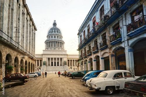 Türaufkleber Autos aus Kuba Capitol in Havanna, Kuba