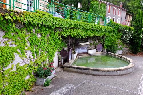 Foto op Canvas Fontaine fontaine village eurre drôme