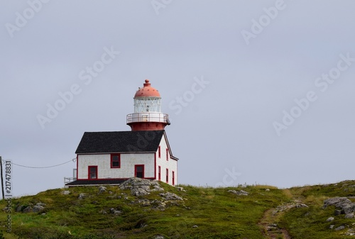 Foto op Aluminium Vuurtoren landscape around the Irish Loop; red and white lighthouse at Ferryland Head, Avalon Peninsula Newfoundland Canada
