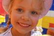 Szczery uśmiech szczęśliwego dziecka