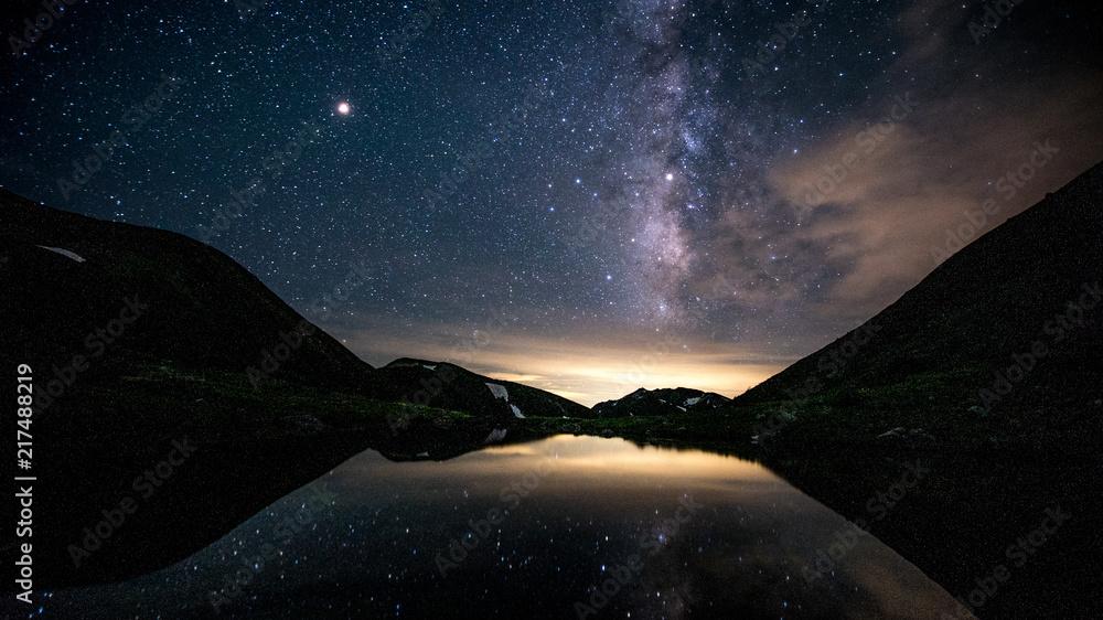 Fototapety, obrazy: 槍ヶ岳、双六池に映る天の川と星座、登山、北アルプス、絶景、日本