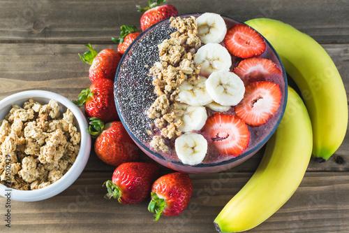 Photo Acai superfood healthy breakfast smoothie bowl