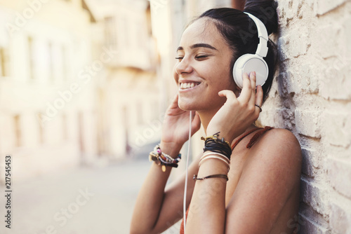 Fotografie, Obraz  Beautiful young girl listening music