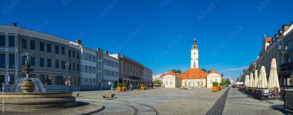 Fototapety, obrazy: Ratusz i fontanna na rynku Kościuszki w Białymstoku, Podlaskie, Polska