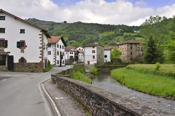 Fototapeta na wymiar Entrée du village d'Etxalar (Etchalar), Pyrénées Espagnoles (Espagne)
