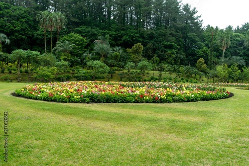 円形花壇のある公園 Fototapeta