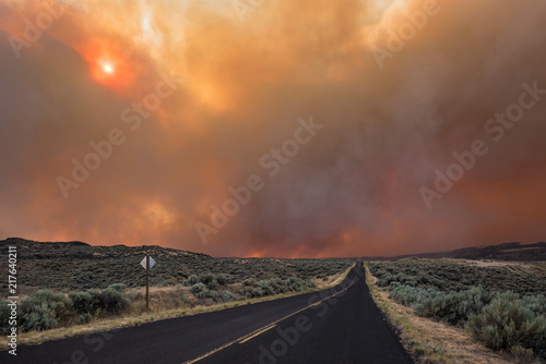фотография Smoke Looms Over Empty Road Though Scrub Lands, Grass Valley Wild Fire, Electric