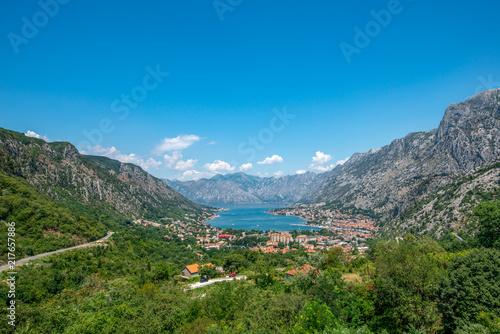 Fototapeta Widok na Zatokę Kotorską (Boka Kotorska), Czarnogóra obraz