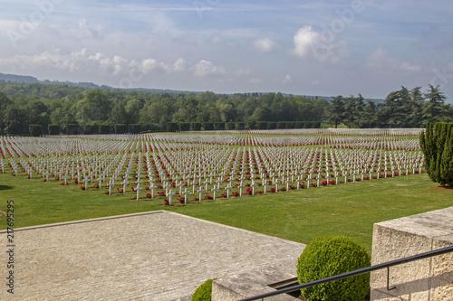 Foto op Canvas Begraafplaats Verdun. Tombes sur la nécropole nationale de Douaumont. Meuse. Grand Est