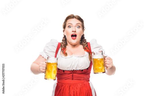 Fotografija shocked oktoberfest waitress in traditional bavarian dress with mugs of light be