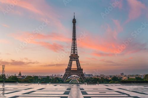 Obraz lever de soleil paris tour eiffel - fototapety do salonu