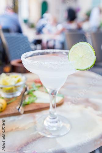 Fotografía  Classic lime margarita cocktail