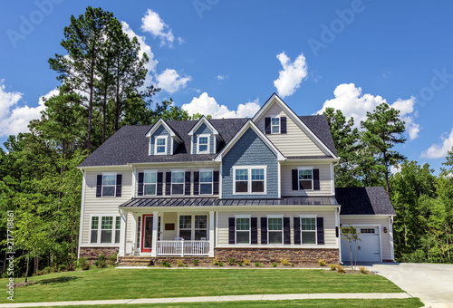 Photo Beautiful newly built  house, American colonial style
