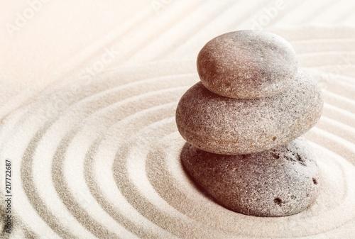Photo sur Plexiglas Zen pierres a sable Zen stones in the sand. Beige background