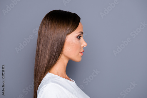 Valokuva  Half-faced half-turned portrait of brown-haired attractive nice