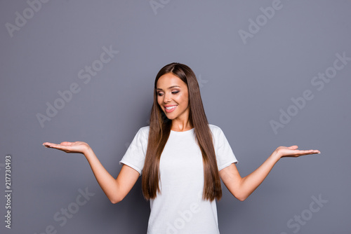 Photographie  Portrait of brown-haired gorgeous attractive nice young lady, sh