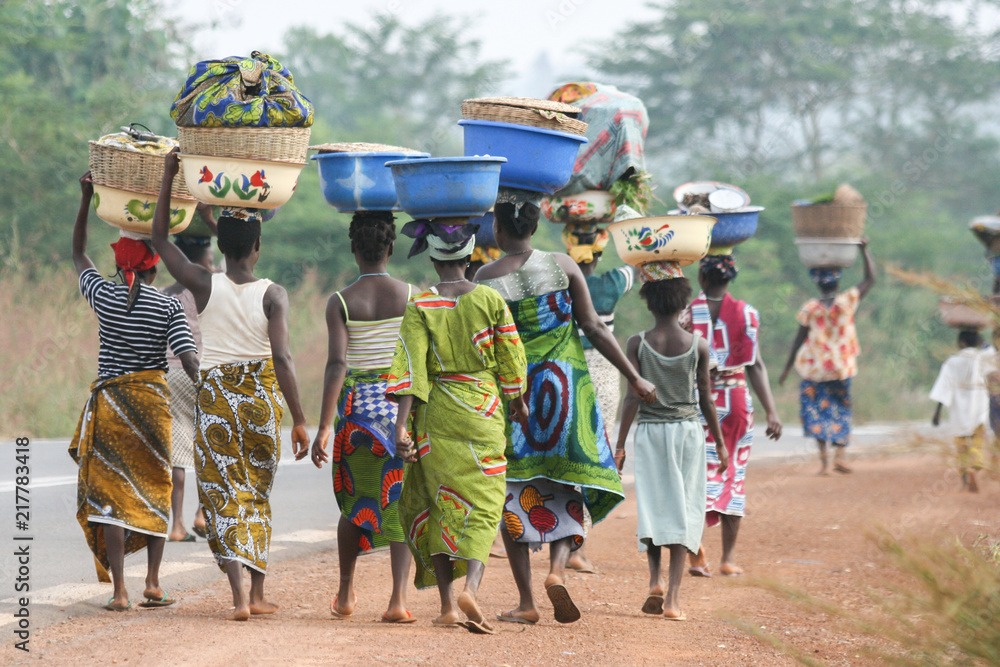 Fototapety, obrazy: African women carrying bowls on their heads, Benin, Africa
