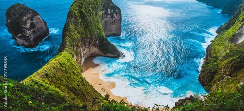 Foto op Aluminium Bali Manta Bay or Kelingking Beach with huge waves on beach on Nusa Penida Island, Bali, Indonesia