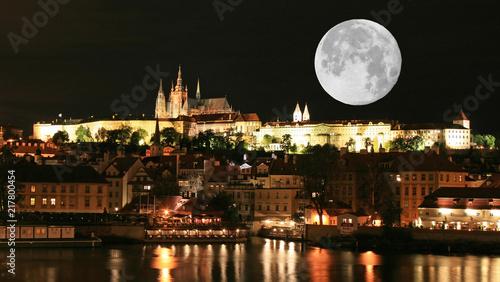 In de dag Volle maan The night view of the beautiful Prague City
