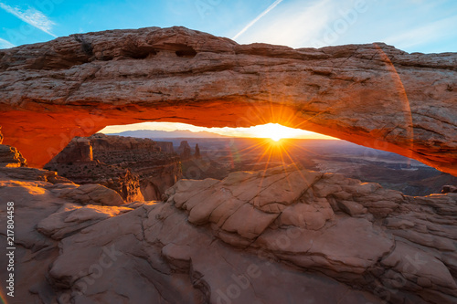 Printed kitchen splashbacks Brown Cliff's-edge sandstone Mesa Arch framing an iconic sunrise view of the red rock canyon landscape below.