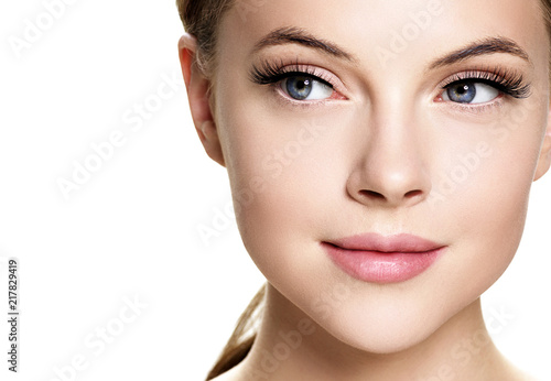 Fototapeta Beautiful brunette woman with beauty lashes and pink lipstick healthy skin isola