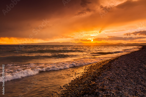 In de dag Ochtendgloren Sunset on the rocky shore of tropical sea