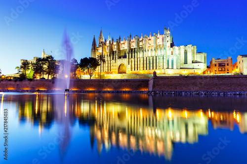 Photo Kathedrale Catedral de Palma de Mallorca Kirche Spiegelung Abend Reise Reisen Sp