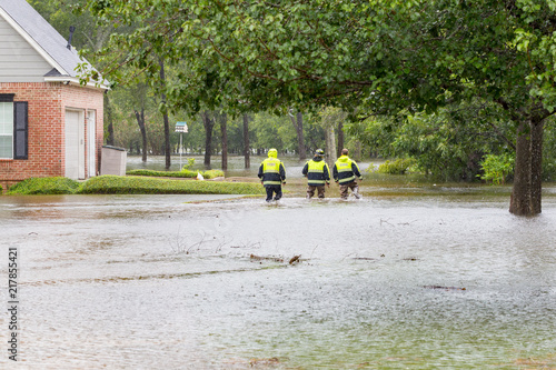 Stampa su Tela The first responders inspect flooded houses in flooded residential area