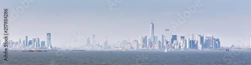 Deurstickers New York City Panoramic view of Lower Manhattan and Jersey City from Staten Island, New York City, USA.