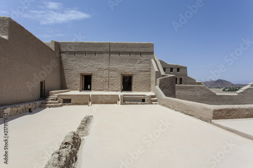 Papiers peints Fortification Exterior of Bahla Fort in Bahla, Oman, Middle East