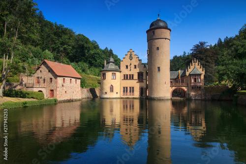 zamek-mespelbrunn-w-spessart-niemcy
