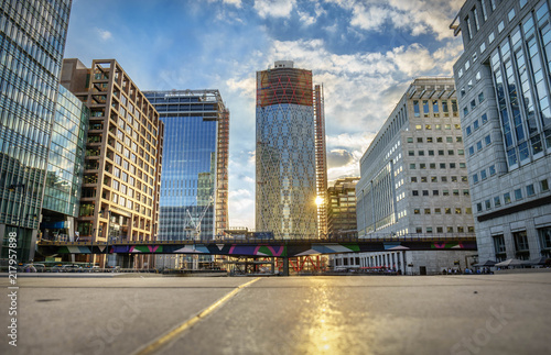 Obraz Office buildings and South Quay footbridge in Canary Wharf, London - fototapety do salonu