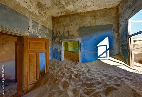 Fotografija  Sand has invaded and taken over these rooms in Kolmanskoppe