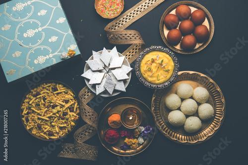Valokuva  Raksha bandhan greetings : Sweet food like Gulab Jamun, Rasgulla, Shrikhand, Bun