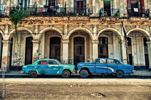 Foto op Aluminium Havana view of a street in Havana with old cars parked