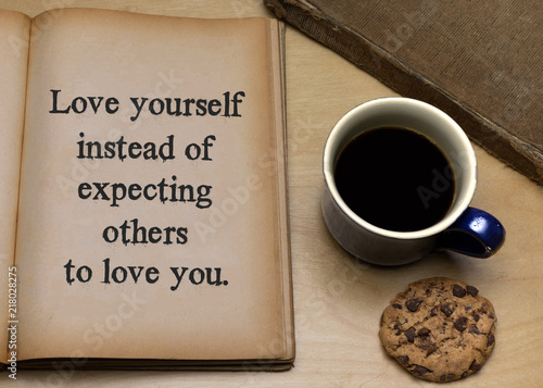 Fotografia Love yourself instead of expecting others to love you.