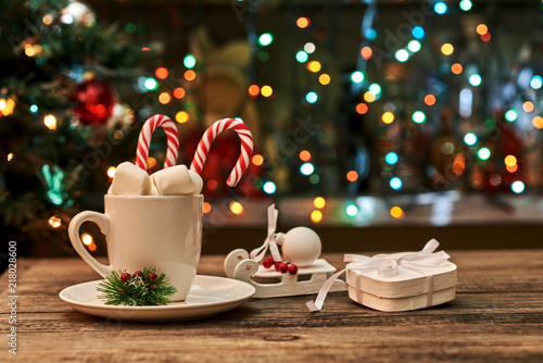 Spoed Foto op Canvas Chocolade Christmas hot chocolate with marshmallows and festive decorations.