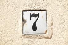 Hausnummernschild Nummer 7