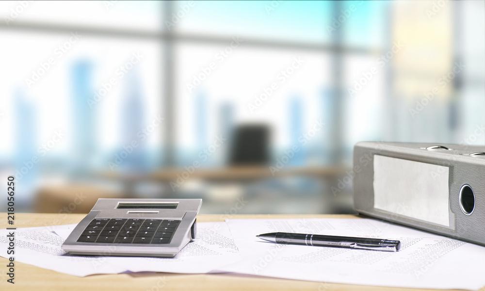 Fototapety, obrazy: Schreibtisch mit Dokumenten und Aussicht auf Skyline