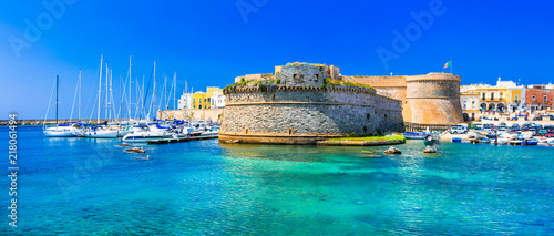 Fotobehang Stad aan het water Landmarks of Italy - coastal town Gallipol in Pugliai. view of old port with castle.