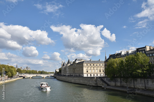 Fotografia  La Seine et l'île de la Cité à Paris en été, France