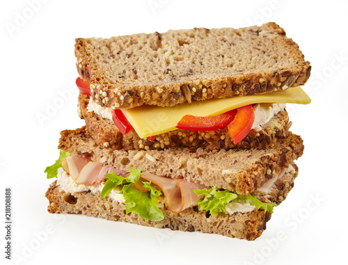 Foto Healthy wholegrain sandwich with meat and cheese