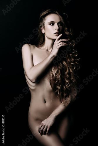 Poster de jardin Akt slender naked woman