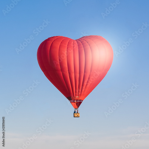 Poster Montgolfière / Dirigeable Red heart shaped air ballon isolated in the sky