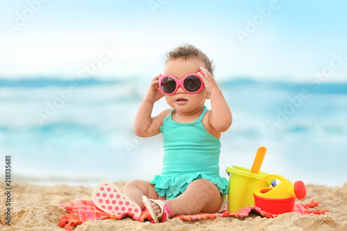 fototapeta na ścianę Adorable African-American girl on beach