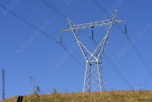 Foto  Electricity distribution tower on top of hill
