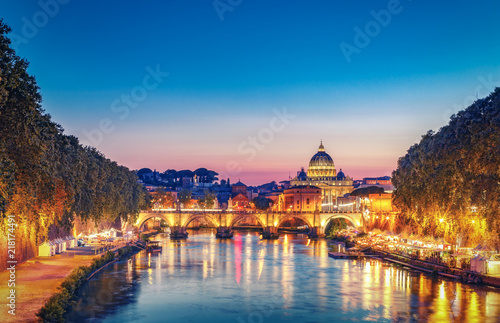 Poster Light pink St. Peter's Basilica in Rome, Italy at sunset. Scenic travel background. Popular travel destination.
