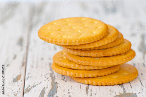 A few dry cracker cookies on a old wooden board Tapéta, Fotótapéta