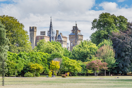 Foto op Plexiglas Historisch geb. View on Cardiff castle from Bute park in the centre of Cardiff, Wales, UK