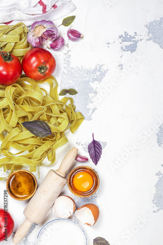 Fototapety, obrazy: Raw spinach pasta